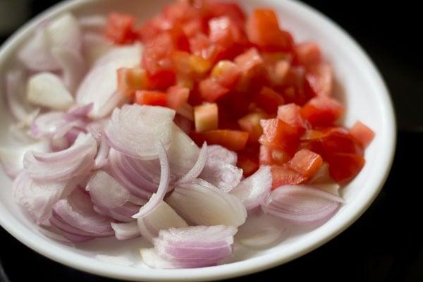 onions for mushroom biryani recipe
