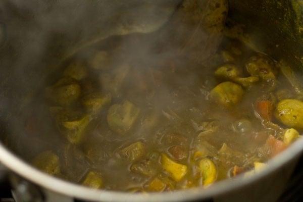making chettinad mushroom biryani recipe