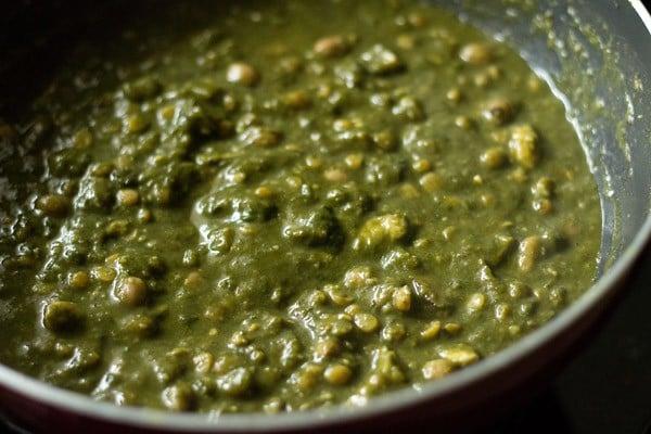 making colocasia leaves gravy recipe