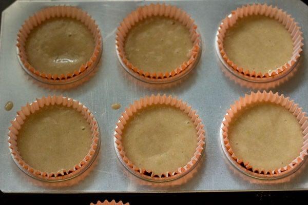 making lemon muffins recipe