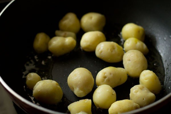 frying potatoes for lasaniya batata recipe