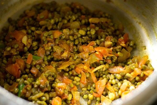 making sabut moong dal recipe