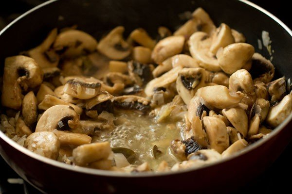 mushrooms for mushroom butter masala recipe