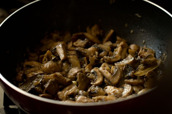making for mushroom butter masala recipe