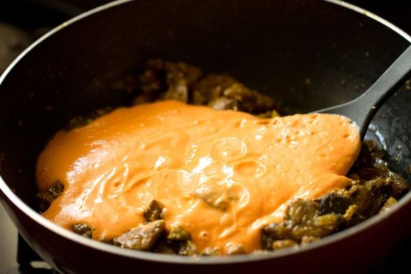 ground tomato and cashew paste for mushroom butter masala recipe