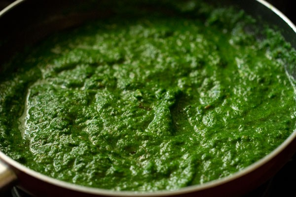 making restaurant style palak paneer recipe