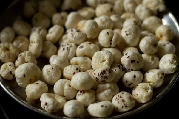 roasted makhana for aloo makhana recipe