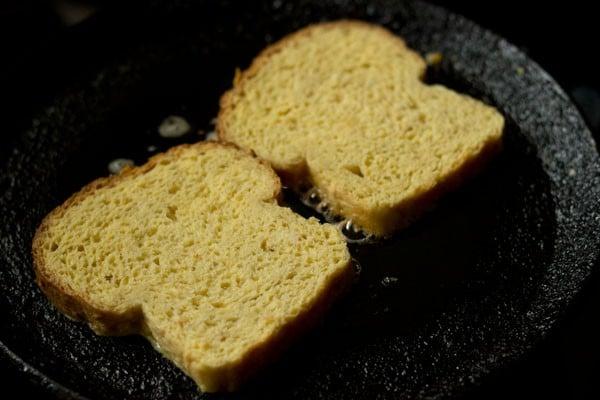 preparing eggless french toasts recipe