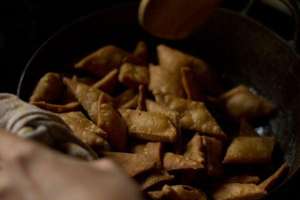 preparing shakkarpara recipe