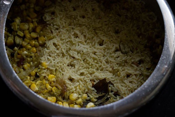 preparing corn pulao recipe