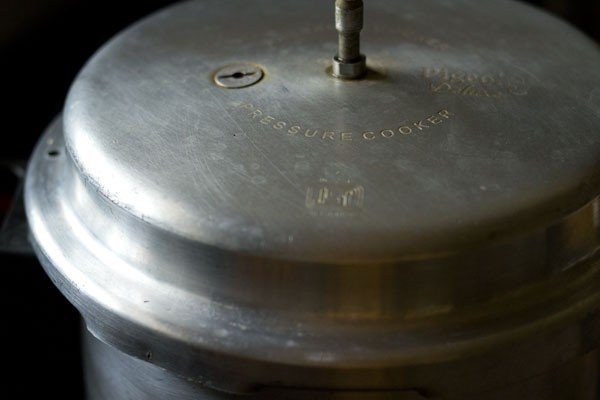 removing gasket and vent of pressure cooker