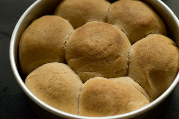 making laadi pav recipe in pressure cooker