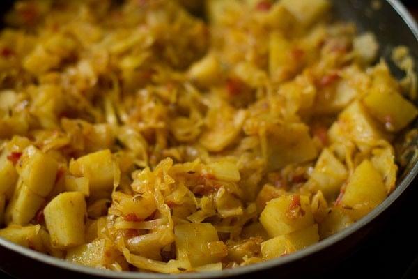 patta gobhi sabzi recipe, cabbage potato recipe, aloo patta gobhi recipe, potato cabbage recipe