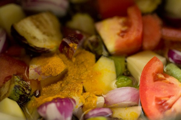 making vegetable sambar recipe