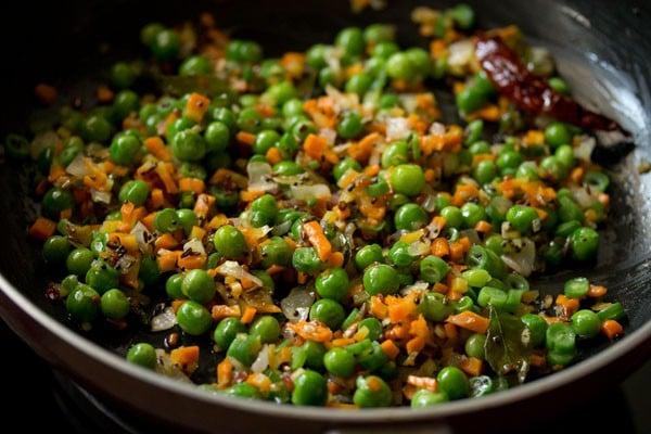preparing quinoa upma recipe