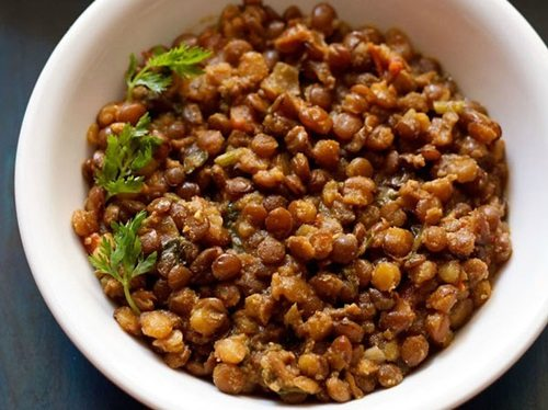 kolhapuri style akkha masoor recipe