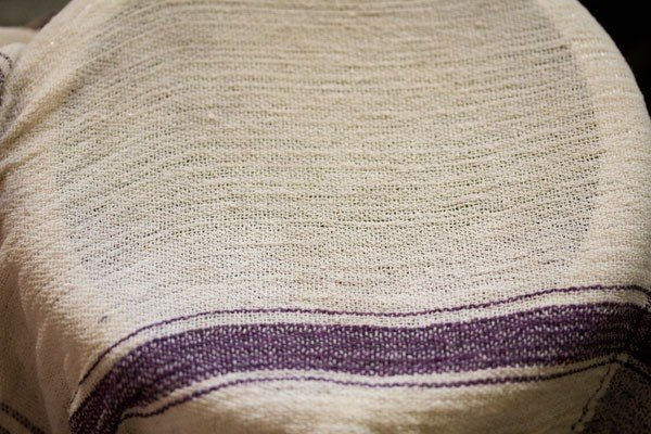 placing moist kitchen towel