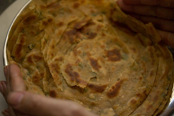 making pudina paratha recipe