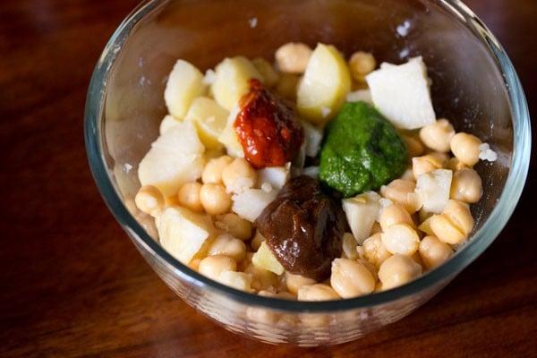 chutney for aloo chana chaat recipe
