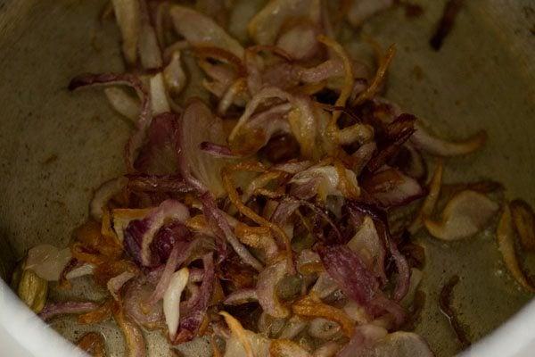 onions for chutney pulao recipe