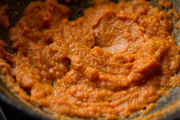 making kadai mushroom curry recipe