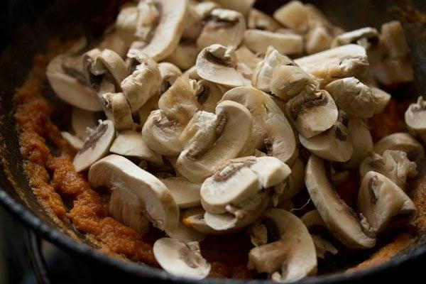 mushrooms for kadai mushroom recipe