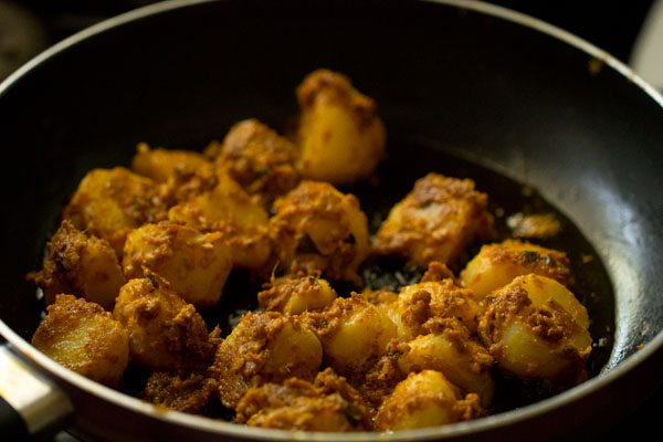 making aloo tikka recipe
