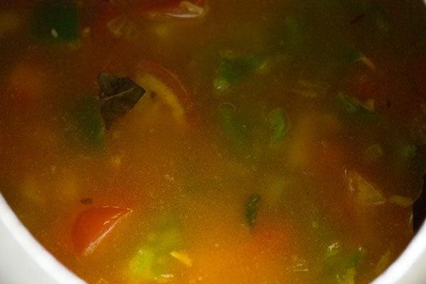 making vegetable masala khichdi recipe