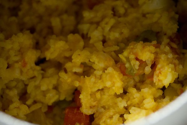 preparing vegetable masala khichdi recipe