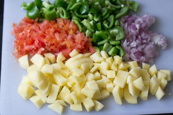 making potato capsicum gravy recipe