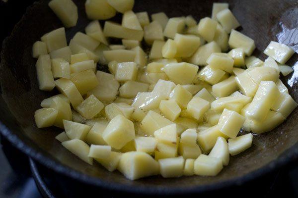 making aloo capsicum gravy recipe