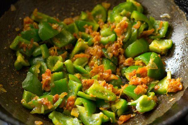 making aloo capsicum curry recipe