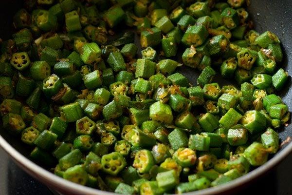 making bhindi rice recipe