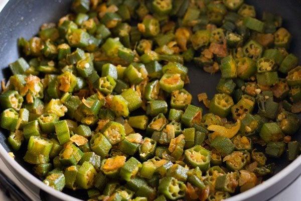 making bhindi stir fry recipe