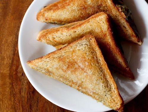 mumbai style cheese chilli toast recipe