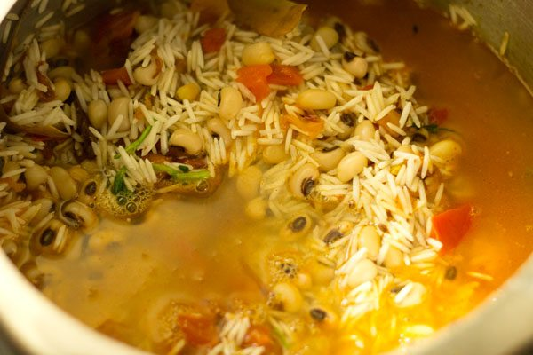 water for making lobia pulao recipe