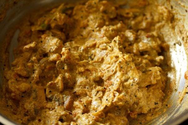 preparing mushroom korma recipe