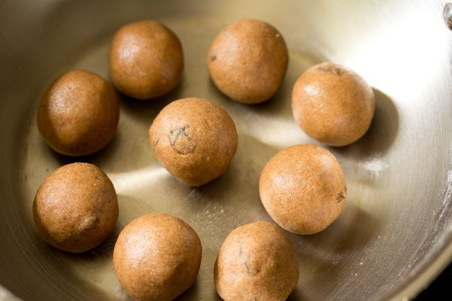 atta ladoo recipe, whole wheat flour ladoo recipe, wheat ladoo recipe