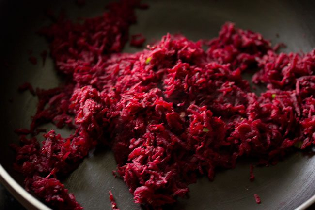 beetroot mixture to prepare beetroot paratha recipe