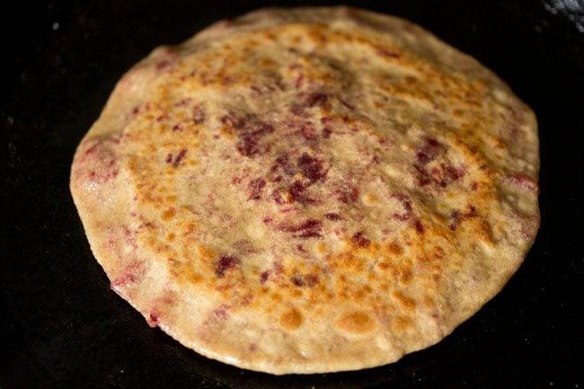 preparing beetroot paratha recipe