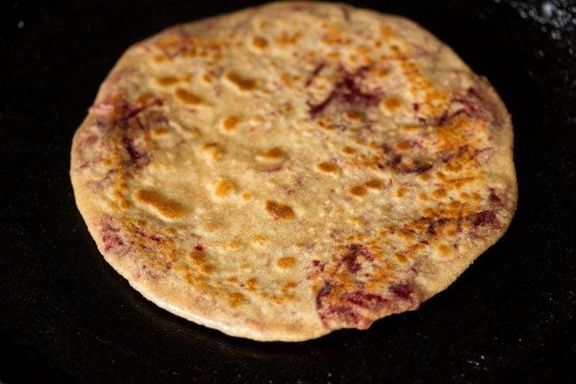 making beetroot paratha recipe