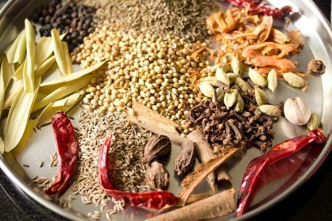 making biryani pulao masala