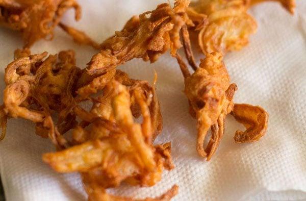 making kanda bhaji recipe