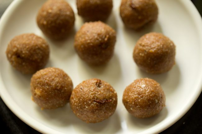 making poha laddu recipe