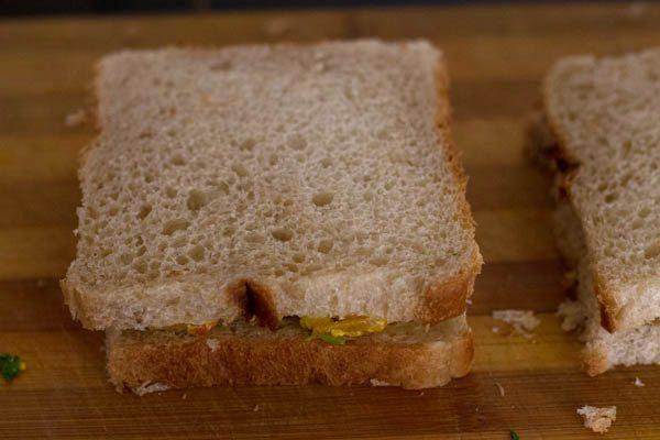 bread to make paneer bhurji sandwich recipe