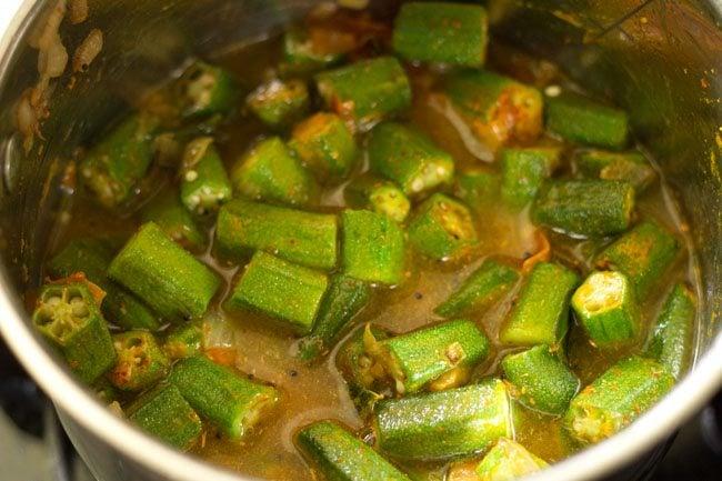 making andhra style bendkaya pulusu recipe