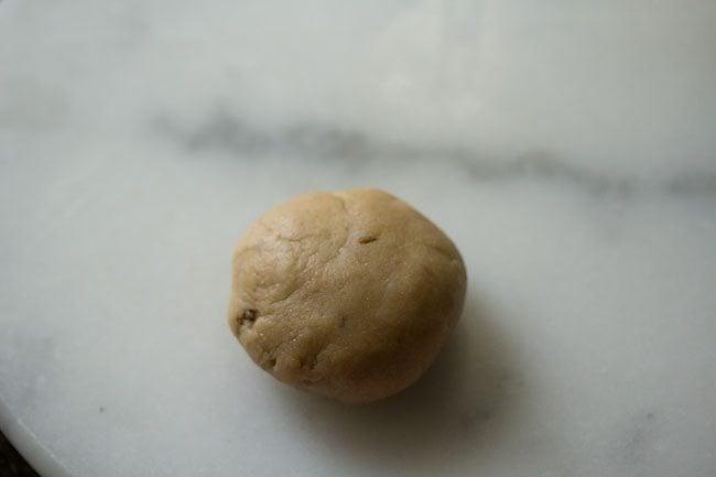 preparing khasta roti recipe