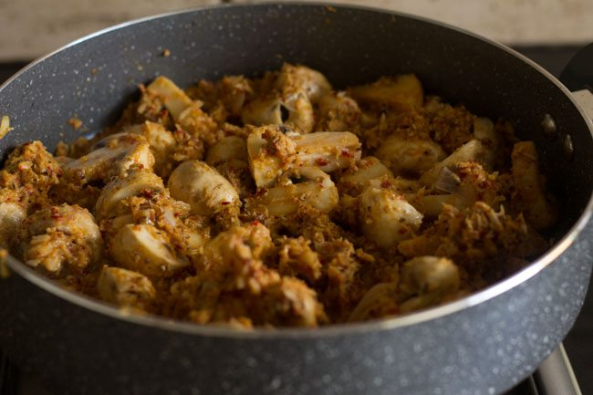 preparing mushroom masala recipe
