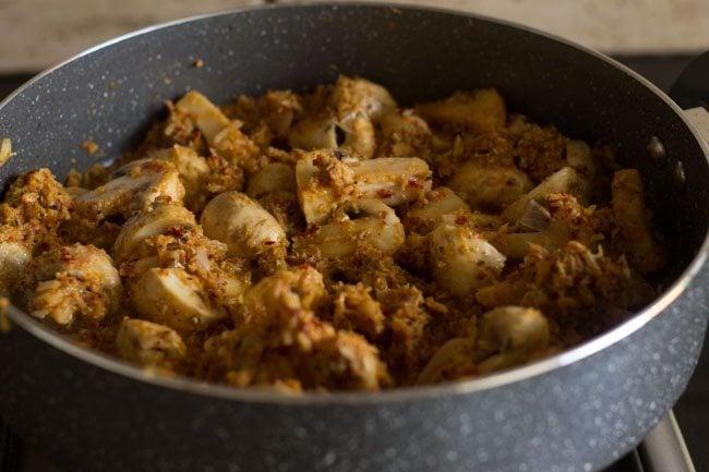 preparing mushroom masala recipe