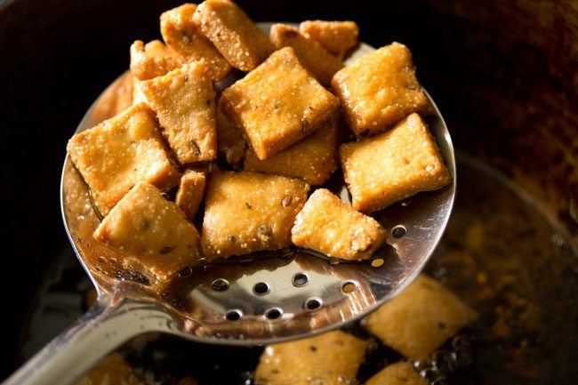 frying - namkeen shankarpali recipe